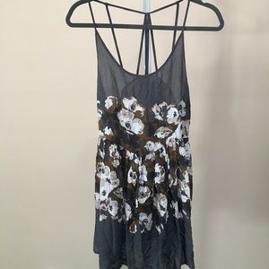"""Intimately """"Free People"""" Grey Floral Flowy Top (S)"""